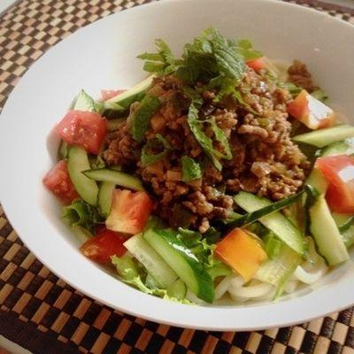 ジャージャー麺風サラダうどん。