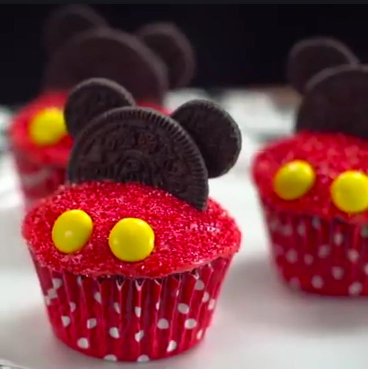 Pictures Of Mickey Mouse Cupcakes : Meer dan 1000 idee?n over Mickey Mouse Cupcakes op ...