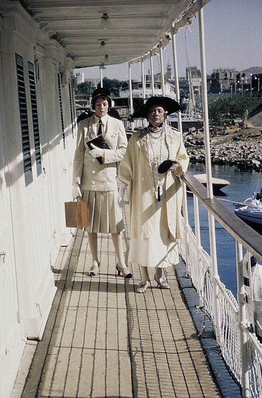 mort sur le nil 'Death on the Nile' (1978) starring Maggie Smith as Miss Bowers and Bette Davis as Mrs.Van Schuyler