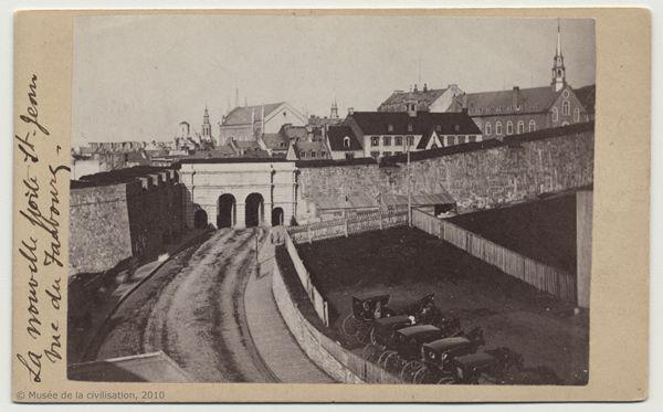 Quebec portes fortifications | Fortifications : Parcours des lieux à Place-Royale, Québec : Musée ...