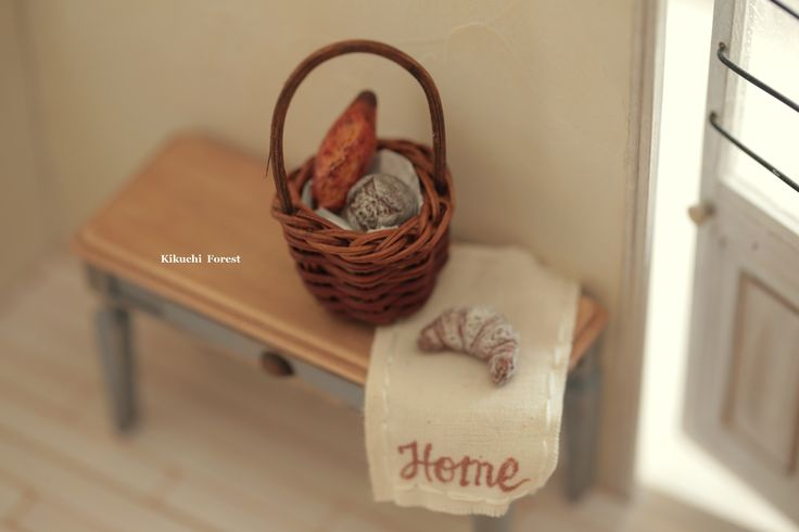 Miniature Food - Dollhouse Assorted Breads,with Rustic basket #dollsandminiatures #handmade #Frenchstyle #bakery #frenchbreakfast  #pain #loaf #kikuikestudio