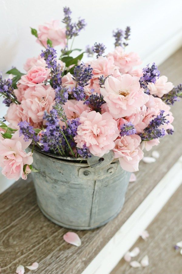 White a lavender flowers are perfect for a Farmhouse kitchen.