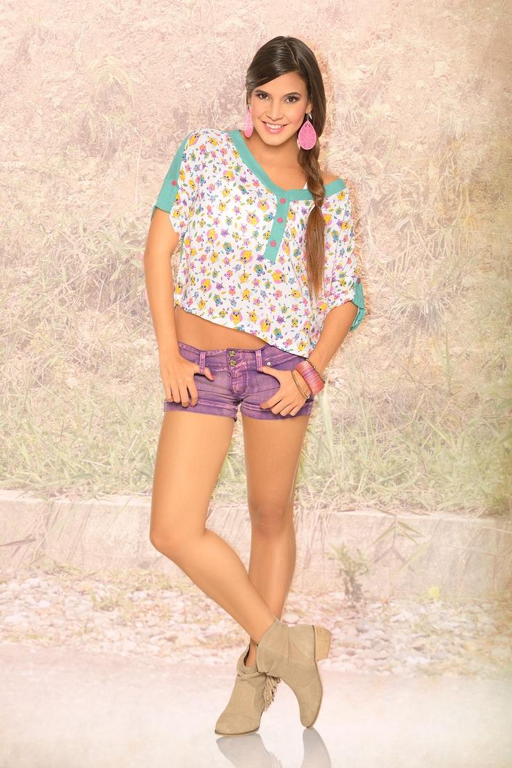 Blusa manga rodada con estampado de buhos y short en dril