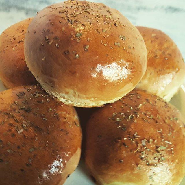 Upiekłam dziś bułki drożdżowe z pieczarkami  Wyszły pyszne  #bułki #chleb #ciasto #drożdżowe #pieczarki #bake #bread #rolls #food #homefood #cooking #polska #poland #poznań #poznan #kakaludek