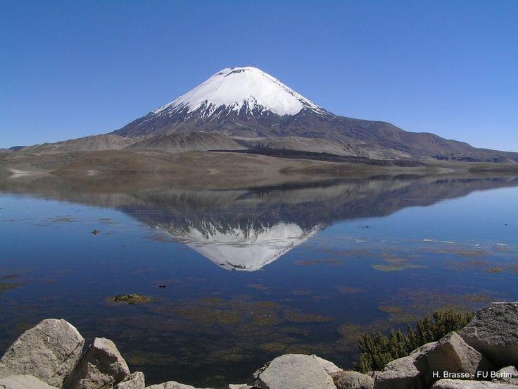 Volcán Parinacota, situado en la Región de Arica, norte de Chile. 6.348 m