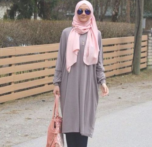 long gray tunic hijab- How to wear long tunic with hijab http://www.justtrendygirls.com/how-to-wear-long-tunic-with-hijab/