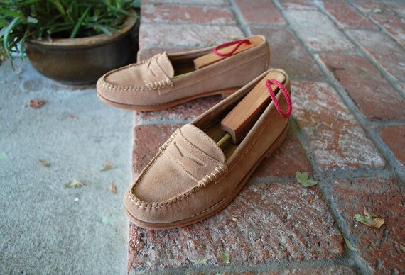 VTG Womens SZ 8 G H Bass Weejuns Suede Tan Genuine All Leather Handcrafted Slip On Penny Loafers Boat Deck Shoes Preppy Hipster Fall Fashion