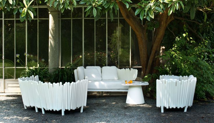 Canisse is a sofa that is ideal location for outdoor use while inside your home will play an eclectic reality. | Buy now on http://www.malfattistore.it/en/product/canisse-2/ | #malfattistore #shoponline #interiordesign #serralunga #sofa #outdoor #gardendesign #gardenideas #madeinitaly