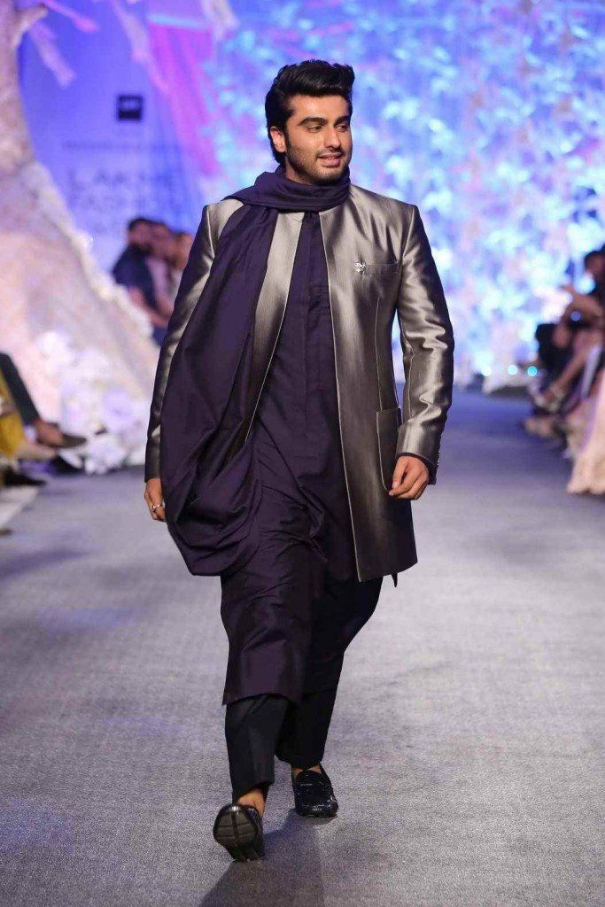 Arjun Kapoor Walked for Manish Malhotra at LFW2016