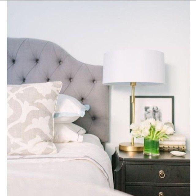 Credit @thegreyinteriors #thegreyinteriors#bedroom#sovrum#sänggavel#säng#inredning#inspiration#inredningsinspiration#homedecor#interior#interiör#interiordesign#sängbord#homestyling