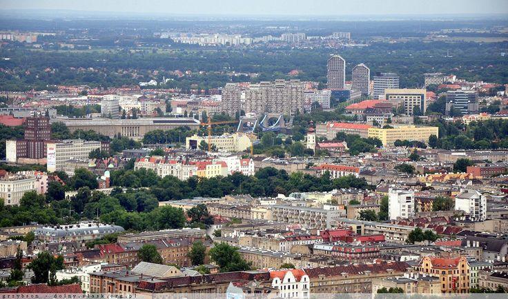 Widok z 40 kondygnacji Sky Towera - wrocławskie śródmieście, a także Poczta Główna, Urząd Wojewódzki i okolice placu Grunwaldzkiego