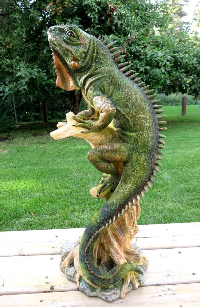 Lizard Iguana Figurine Statue Ornament 25 In Tall Resin