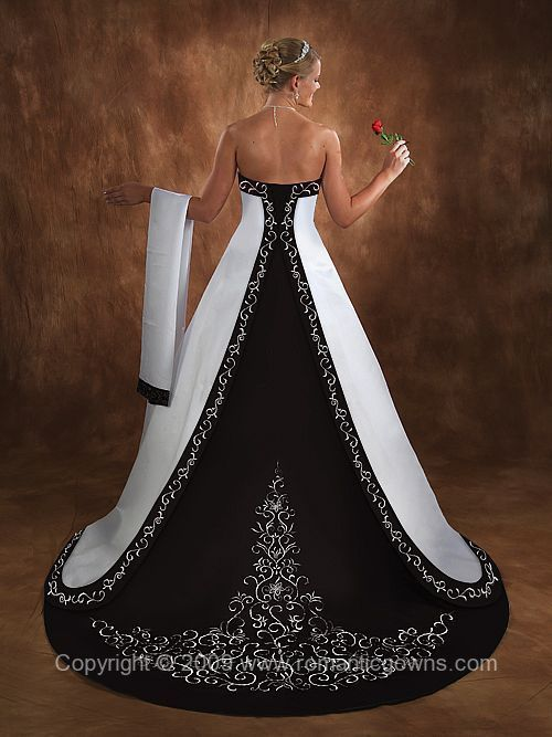 Beautiful Strapless Corset Back wedding dress /gown. Size 10. Romantic Gowns