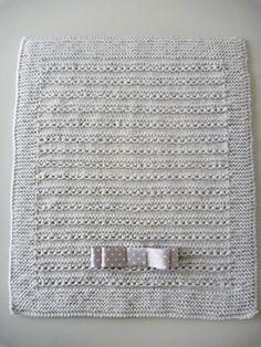 Materiales : 4 ovillos de lana (tipo bebé). se tricota con los cuatro hilos a un tiempo. Ag, nº 6-7 75 cm, de lazo. Puntos emplead...