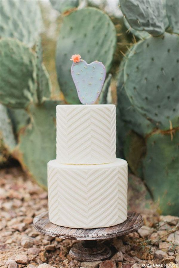 Succulent Wedding Cake Inspiration that wow | http://www.weddinginclude.com/2016/07/succulent-wedding-cake-inspirations/