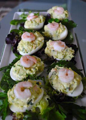 """Яйца """"Мимоза"""" фаршированные авокадо и криветками"""