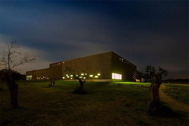 Alentejo tem «primeiro hotel do mundo» com fachada revestida a cortiça