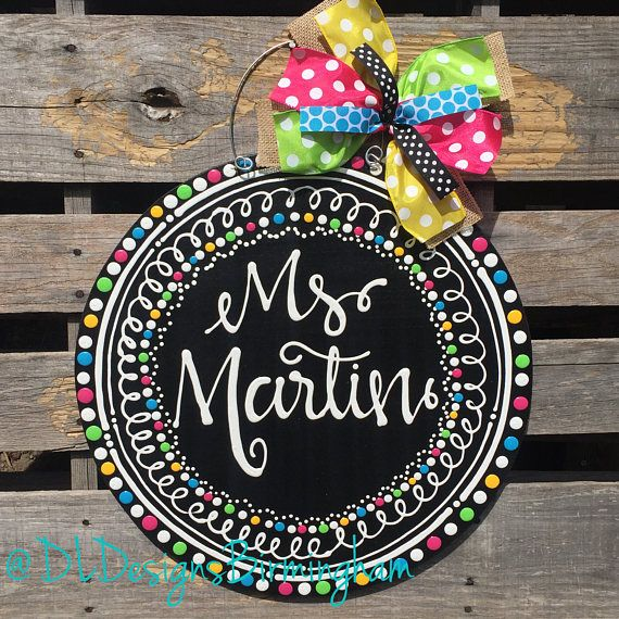 This is the perfect item for any teacher! Cute and colorful circle door hanger in black, white, pink, green, blue, and yellow. -Each item is handprinted and hand lettered-no vinyl. *Be sure to include the customization you desire in the message to seller at the time of purchase. door hanger is 18 in diameter plus ribbon and wire. Production time is about 2-3 weeks. Contact me if you need it sooner and I will try to work with you.  ***Be sure to check us out on Instagram and Facebook…