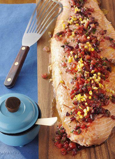 Filete de salmón Mediterráneo Chef: Diana García Esta receta con profundos sabores mediterráneos se puede acompañar con soufflé de queso, cous cous y vegetales salteados