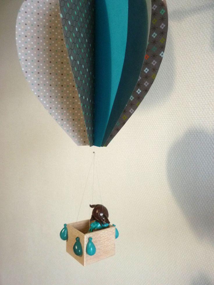 Mobile pour bébé montgolfière bleue et grise
