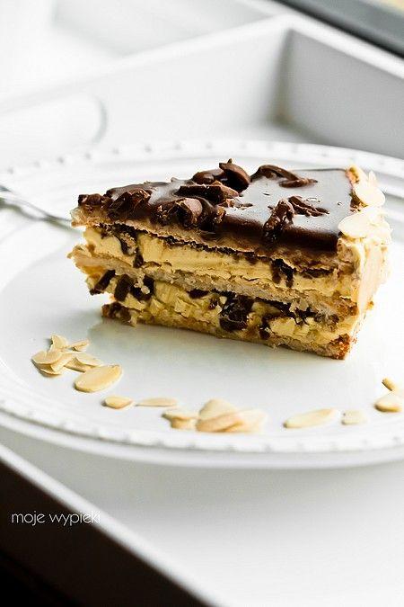 Szwedzkie ciasto migdałowe z batonikami Daim