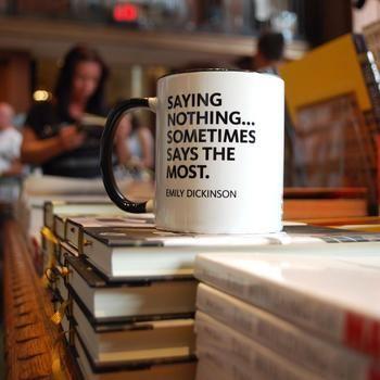 何も言わないことは...時として最も多くを語っている(エミリー・ディキンソン)。自分用のマグカップを好きな詩人の言葉で選んでみるのも素敵です。