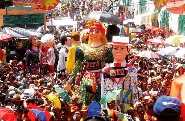 Os bonecos gigantes de Olinda são uma super tradição do carnaval dessa bela cidade! Quer conhecer mais sobre isso, e também as tradições de carnaval na Bahia, em Minas, na Alemanha 🇩🇪, Trinidad 🇹🇹, e em vários outros lugares? Então não perca nosso #especialdecarnaval no canal #mundotogo amanhã! Que vai ter tudo isso e muito mais!!! #travelgram #instatravel #veneza #olinda #carnaval #special #bahia #minas #riodejaneiro #trip #guide #travelguide #dicasdeviagem #tips #follow #youtube #watch…