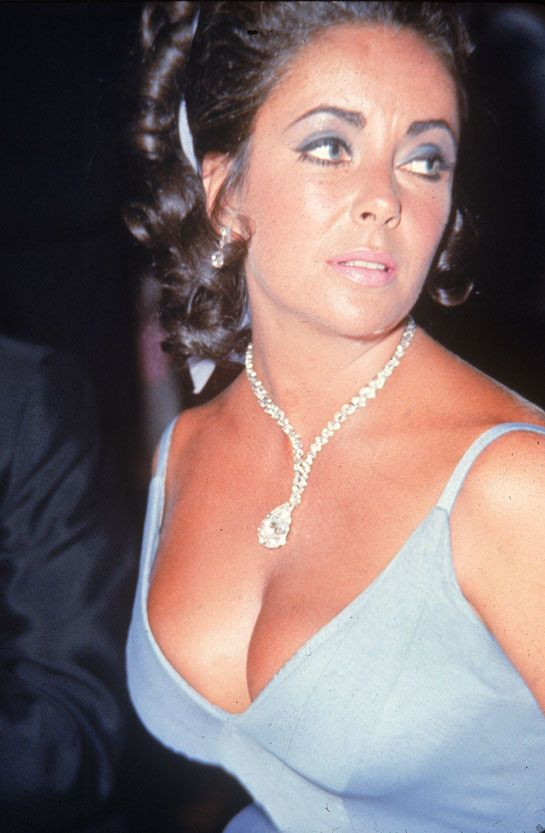 Elizabeth Taylor Taylor diamond Harry Winston Hollywood Costume Victoria and Albert Museum http://www.vogue.fr/joaillerie/news-joaillerie/diaporama/harry-winston-cinema-au-victoria-albert-museum-exposition-hollywood-costume/10555/image/644152#elizabeth-taylor-taylor-diamond-harry-winston-hollywood-costume-victoria-and-albert-museum