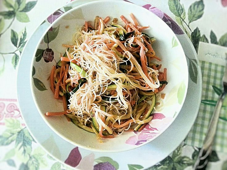 Easy oriental dish with rice spaghetti, vegetables and spices.