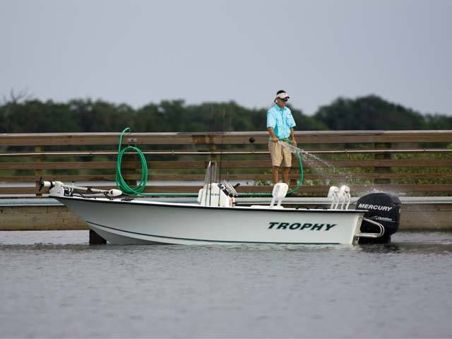 New 2010 Trophy Boats 181 Bay Boat Center Console Boat Photos
