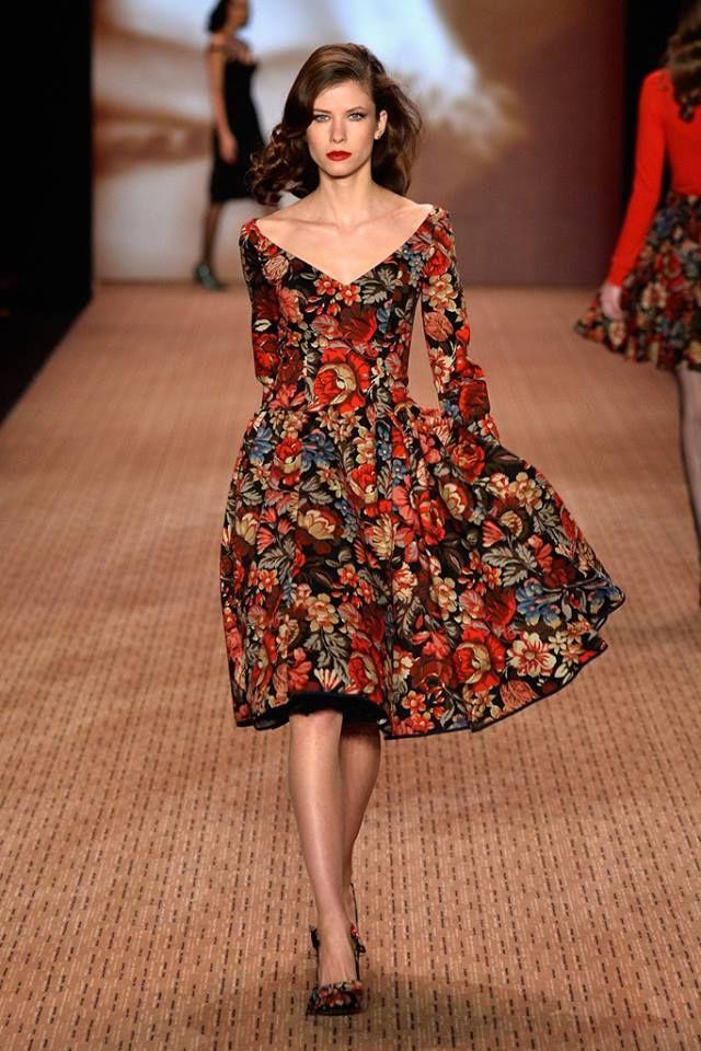 Beautiful floral dress, me encanta el cuello