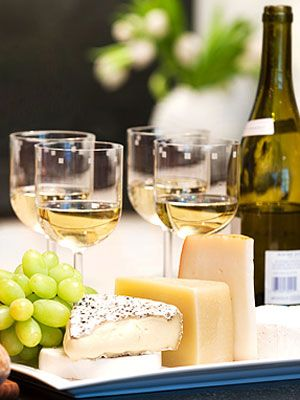 Put together the perfect wine and cheese platter with these tips from the experts. #entertaining