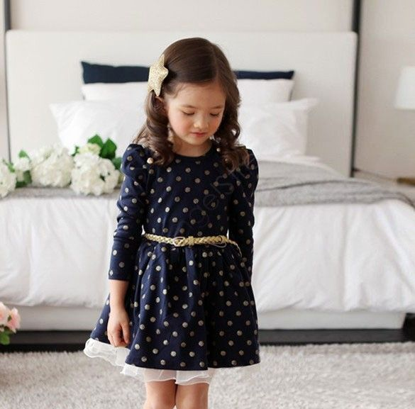 Jurkje Esmee | Dit prachtige stippen jurkje Esmee is donkerblauw met gouden stippen. Uw meisje voelt zich een prinses in dit mooie jurkje!