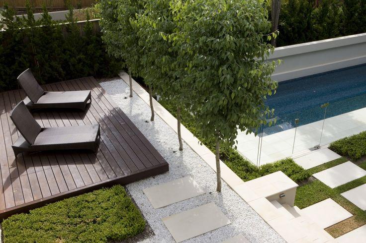 Peter Fudge Gardens ... Terrasse bois teinté