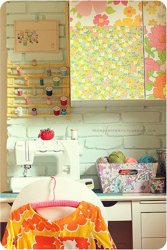 vintage sheet style!: Sewing Corner, Sewing Area, Sewing Studios, Crafts Rooms, Sewing Spaces, Sewing Nooks, Crafts Nooks, Little Spaces, Sewing Rooms Decor