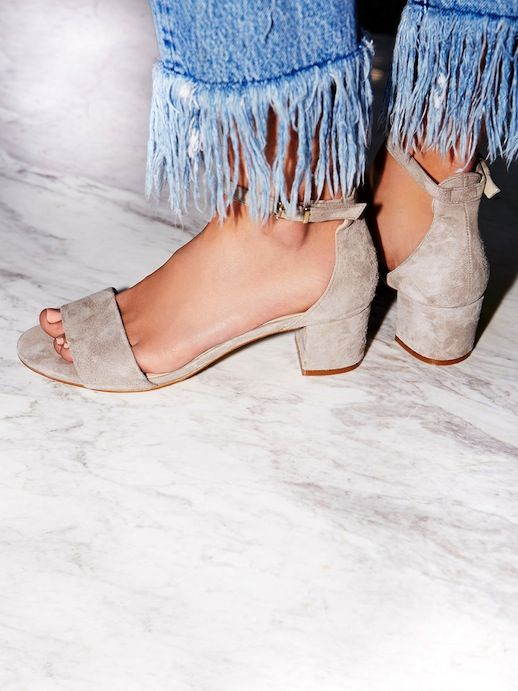 Combo To Try Now: Frayed Jeans And Suede Sandals | Le Fashion | Bloglovin'
