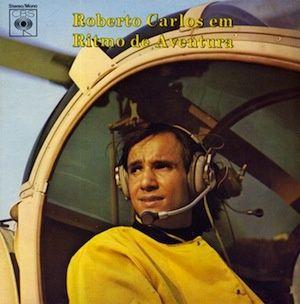 Roberto Carlos est à l'apogée de sa carrière versus Jovem Guarda. En 1967, il sort Em Ritmo De Aventura, un album Pop Rock qui rencontra au Brésil un immense succès. Savourez l'enchainement varié des trois premiers titres qui donne le ton général de l'album....