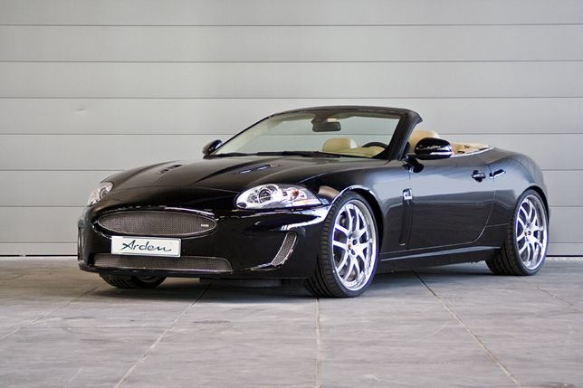 Jaguar xkr in black
