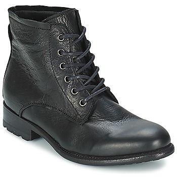 Mesdames, si vous étiez à la recherche de chaussures au look féminin et un peu baroudeur à la fois, vous pouvez arrêter votre choix sur ce modèle réalisé par la marque Blackstone ! D'inspiration rangers, il n'en oublie pas pour autant d'afficher des lignes élégantes pour plus de charme. Pour accompagner des tenues décontractées, et ce, avec des jupes, des pantalons ou des robes, il se montrera idéal. On aime également sa confection cuir. - Couleur : Noir - Chaussures Femme 119,40 ...