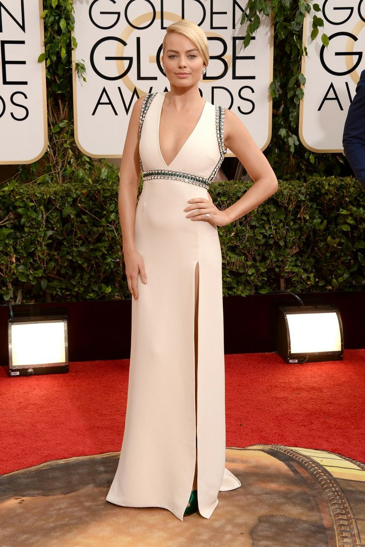 Margot robbie golden globes 2014 red carpet photo margot robbie steps out looking stunning on the red carpet at the 2014 golden globe awards held at the