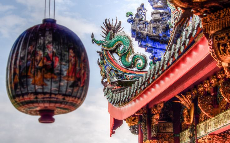https://flic.kr/p/vjweCb | Khoo Kongsi | The Khoo Kongsi is a large Chinese clanhouse with elaborate and highly ornamented architecture, a mark of the dominant presence of the Chinese in Penang, Malaysia. The famous Khoo Kongsi is the grandest clan temple in the country.