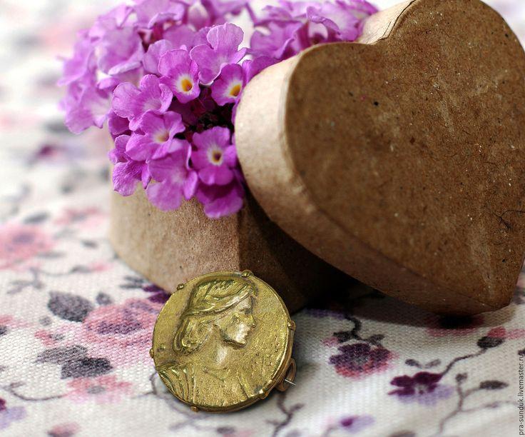 Старинная брошь-значок «Жанна Д Арк» Начало ХХ века.