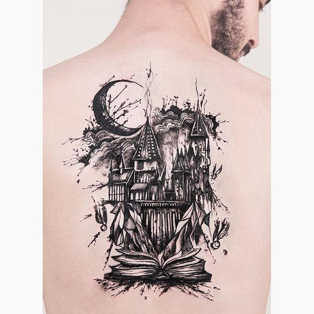 Robson Carvalho (Rob Carvalho Art) auf Instagram: Nach zwei langen Sessions und viel schwarzer Tinte beendete Hogwarts Castle auf der Rückseite von @a …
