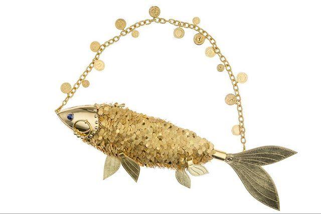 Goldfish-shaped metal bag decorated with coins and semi-precious stones // А вы уже загадали свои три желания? Сумка в форме золотой рыбки с монетками и полудрагоценными камнями #ulyanasergeenkocouture#couture#details#springsummer2016#ss16#ульянасергеенко