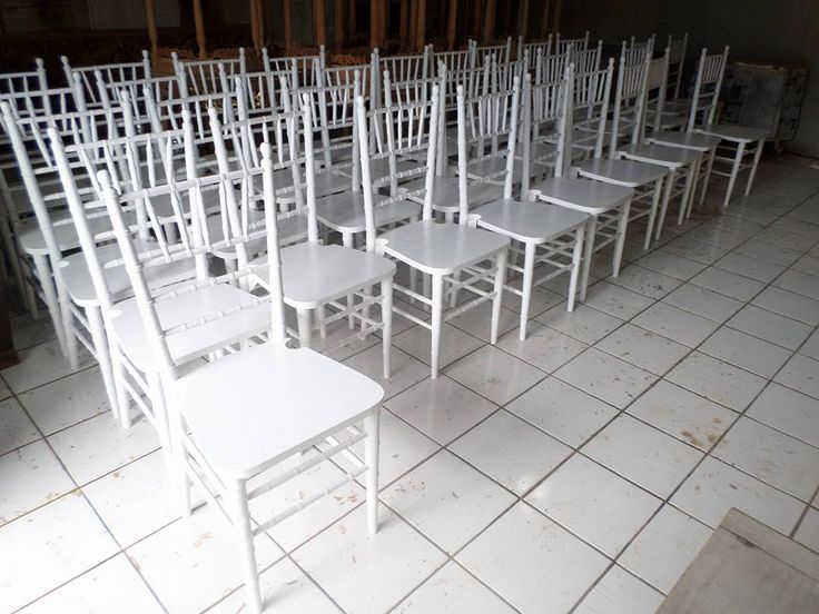 Ready Stock Tiffany chair, Chiavari chair, well manufactured by Jepara Goods Woodworking Studio Indonesia. Kursi Tiffany putih cat duco finishing halus kualitas ekspor.