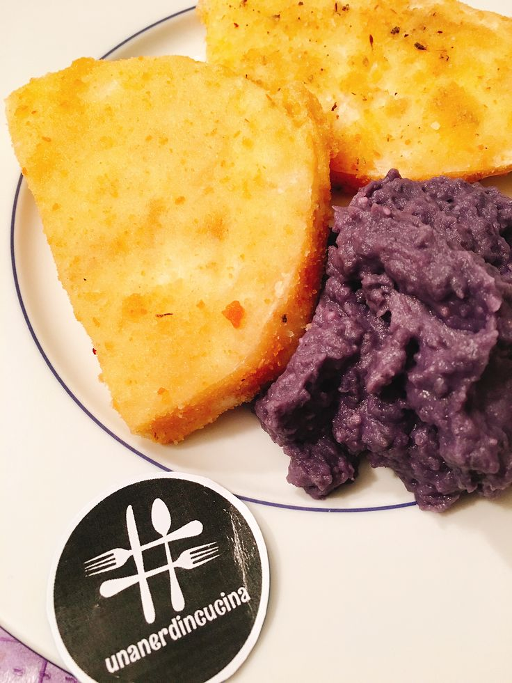 Sono un po' in ritardo per il pranzo, ma decisamente in anticipo per la cena! Cotolette di sedano rapa e purè di patate viola! La ricetta qui -> http://www.unanerdincucina.it/cotolette-sedano-rapa-e-pure-di-patate-viola/ buon appetito belli! 😊😻😋 #unanerdincucina #picoftheday #delicious