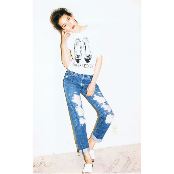 """Дизайнерские женские футболки """"Shoes Addict. Chanel"""", размеры XS, S, M, L, XL, 2XL. Состав: 95% хлопок, 5% эластан. Футболки самого наилучшего качества! Цена 990 руб.    Доставка по Москве  от 100 руб.  Доставка по всей России - 350 руб."""