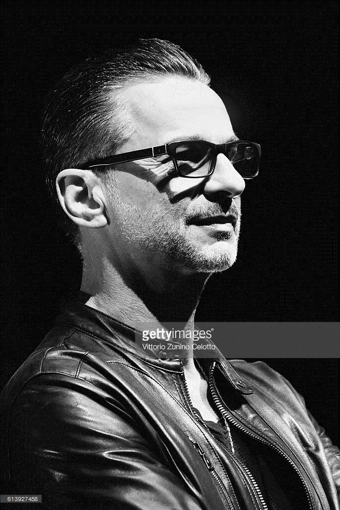 Страница 519 из 519 - Тема для ДЭЙВоманок и ДЭЙВоманов :) - отправлено в Несерьезно о Depeche Mode: По-моему, Дэйв очень хорошо выглядит на этой фотографии.