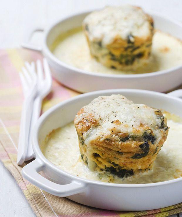 Dubbelgebakken spinaziesoufflé's met manchego