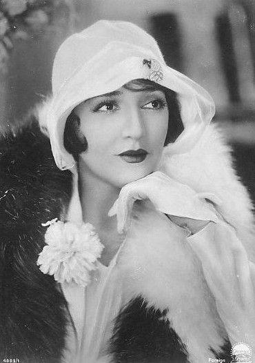 Actress Bebe-Daniels - 1920's